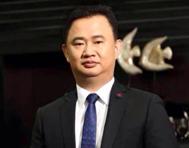 富贵鸟总裁 洪辉煌